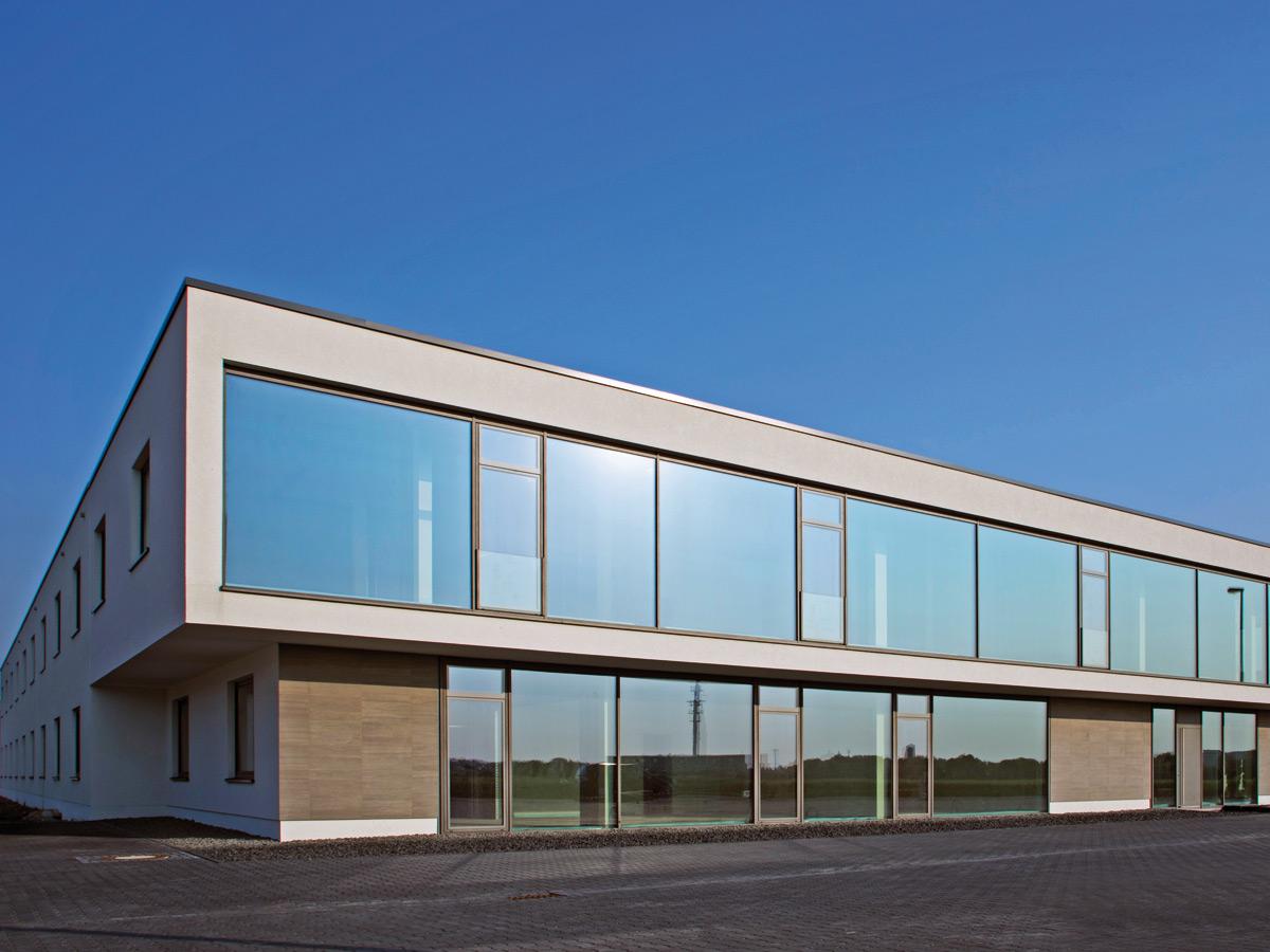 Herstellung und Montage einer Glasfassade