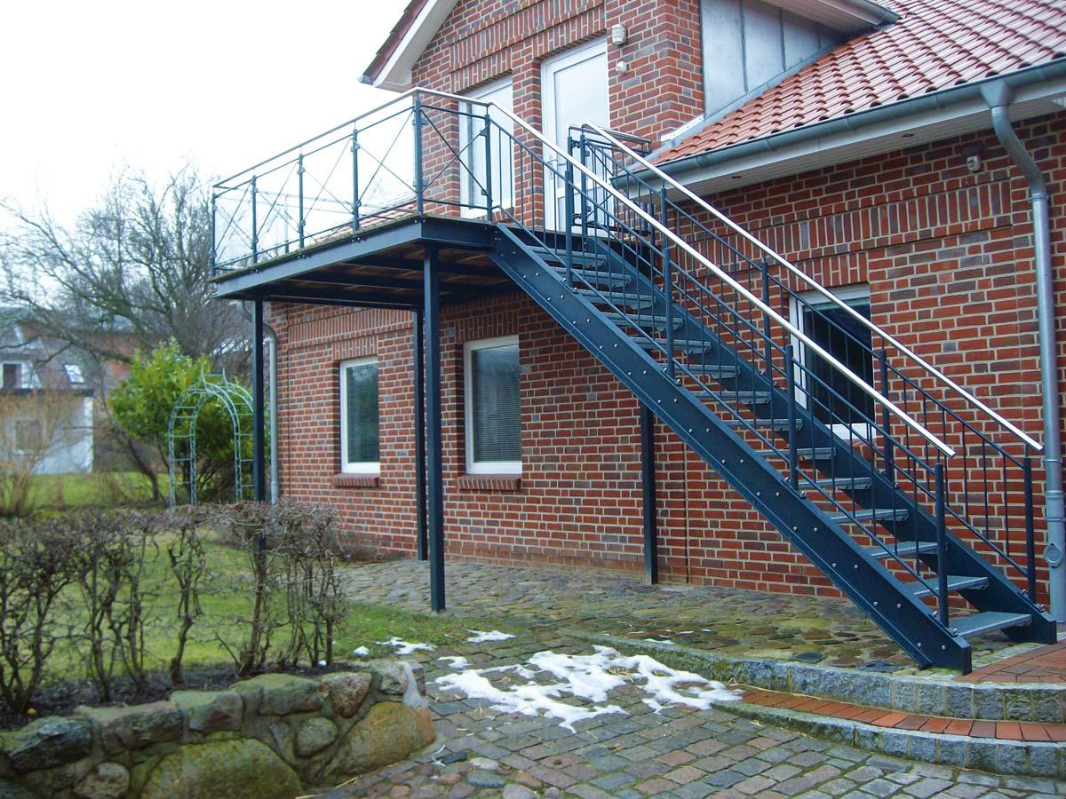 Vorsatzbalkon mit angeschlossener Treppe