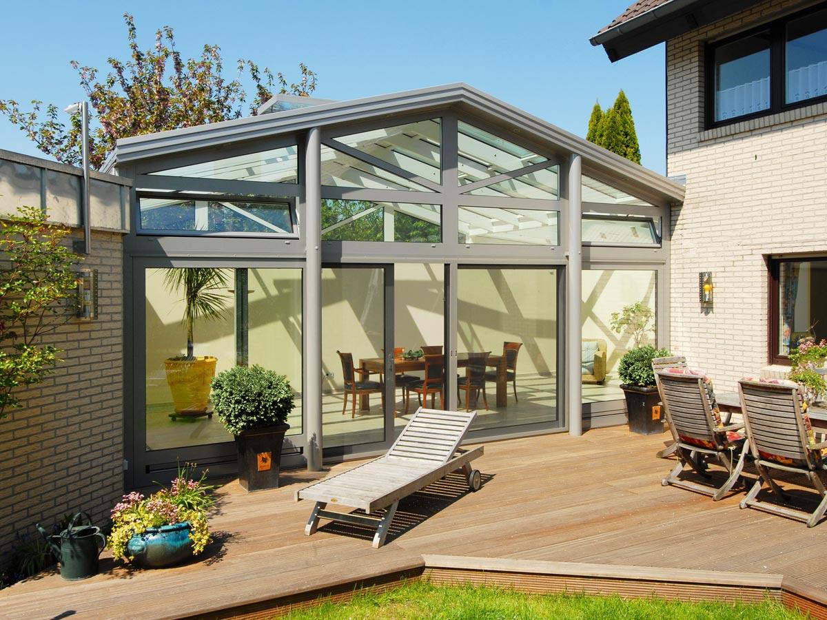 Wohnwintergarten als Satteldach-Konstruktion mit 3-fach Verglasung